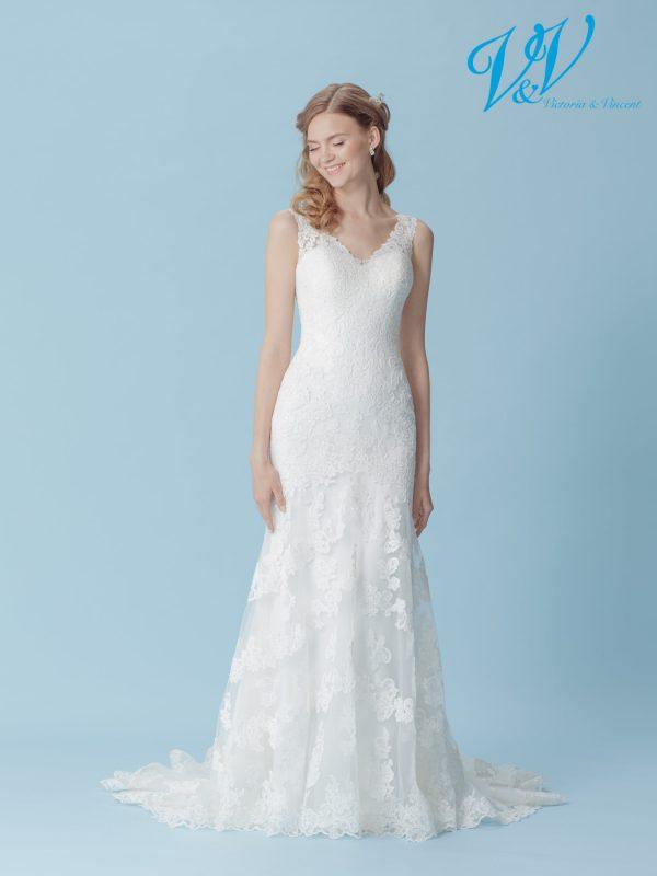 Ein romantisches, figurbetontes Hochzeitskleid mit offenem Rücken. Sehr hochwertige Qualität der Spitze.