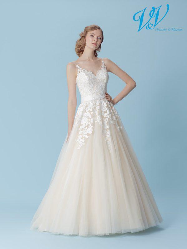 Ein A-Linie- Hochzeitskleid mit Herzausschnitt.
