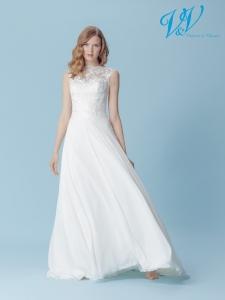 Ein Chiffon-Hochzeitskleid der A-Linie für einen schlichten Bohemian-Look. Perfekt für eine Hochzeit im Sommer.