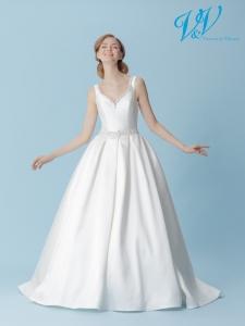 Ein Hochzeitskleid der A-Linie mit V-Ausschnitt und offenem Rücken. Sehr hochwertige Seidenstickerei.