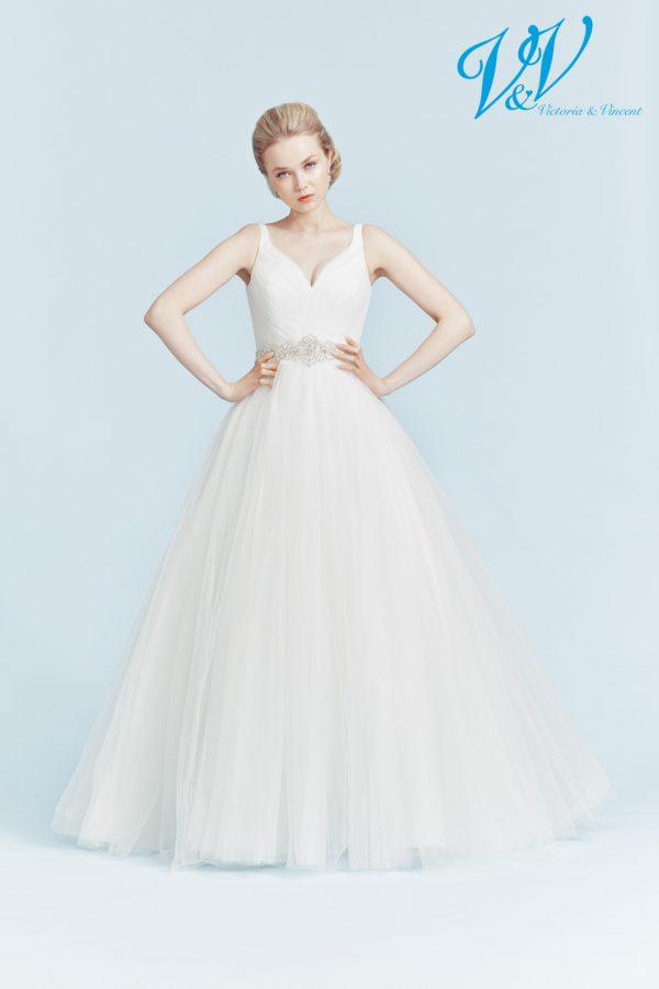 Rückenfreies Hochzeitskleid mit hochwertigem Tüllrock.
