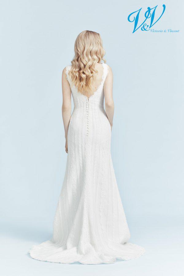Ein schlichtes Vintage-Hochzeitskleid. Perfekt für eine Strandhochzeit.