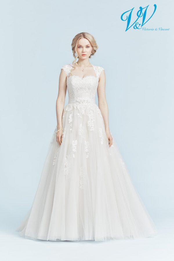 Rückenfreies Hochzeitskleid der A-Linie, in dem Sie sich wie eine Prinzessin fühlen. Sehr hochwertige Qualität der Spitze.
