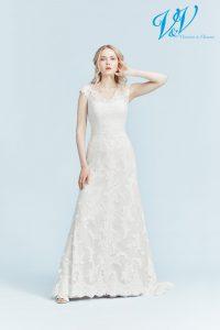 Ein trägerloses Brautkleid mit offenem Rücken.