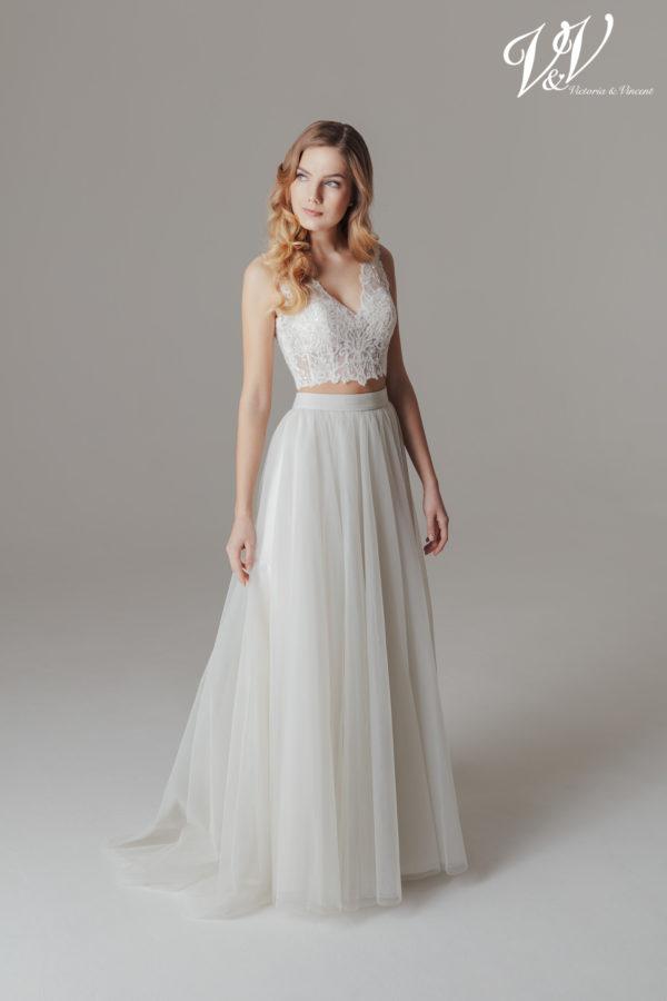 Ein zweiteiliges sexy Hochzeitskleid mit einem modernen Bohemian-Flair. Perfekt für eine Strandhochzeit.