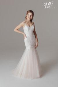 Ein Meerjungfrau-Hochzeitskleid mit Herzausschnitt und offenem Rücken.