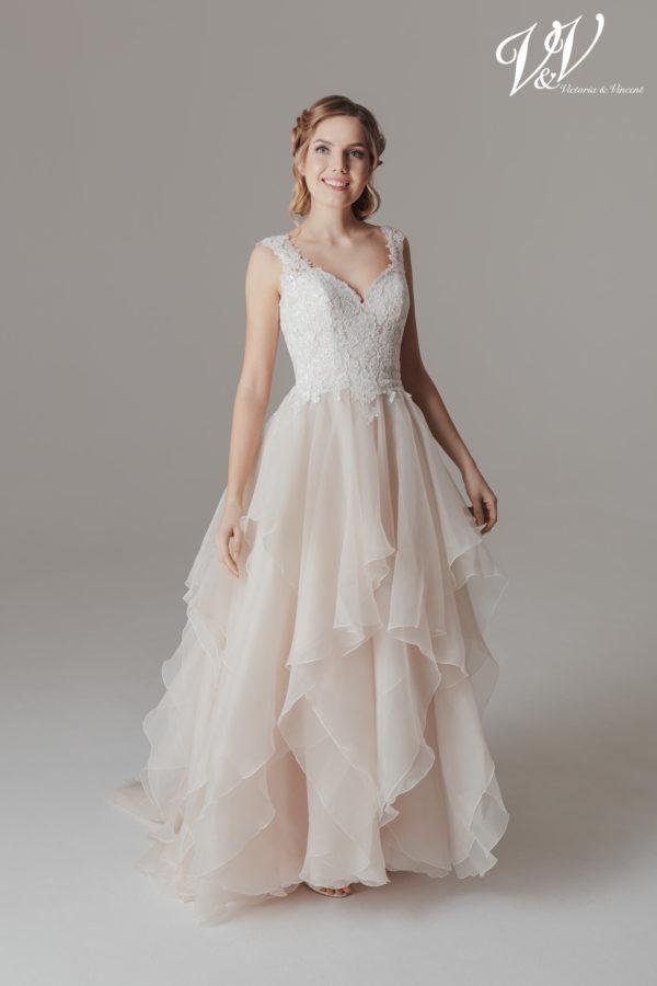 Ein Prinzessin-Hochzeitskleid mit Herzausschnitt und einem schönen Illusion-Rücken aus Spitze. Sehr hochwertige Tüllqualität.