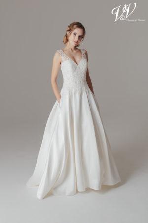 Ein Vintage-Hochzeitskleid mit Trägern und Taschen! Sehr hochwertige Seidenstickerei.