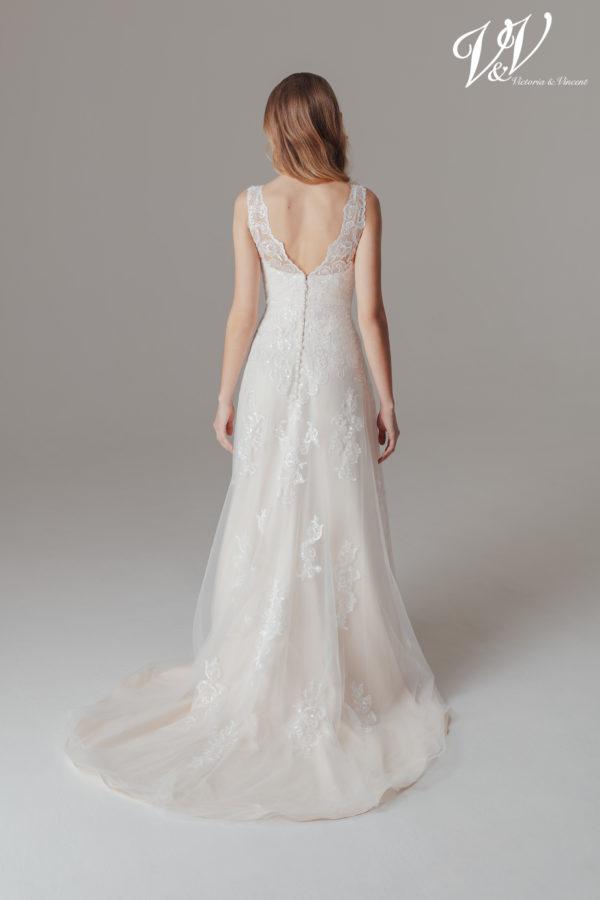 Ein Hochzeitskleid aus Spitze der A-Linie mit Trägern. Perfekt für eine Sommerhochzeit.