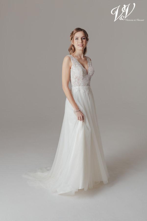 Ein sexy Hochzeitskleid aus Spitze mit offenem Rücken. Perfekt für eine Vintage-Optik.