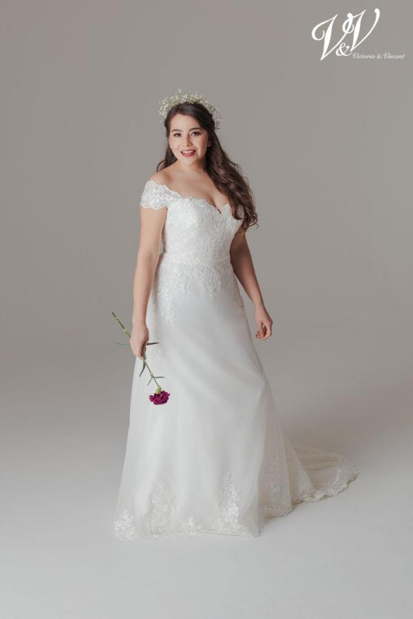Ein Große Größen-Brautkleid mit Herzausschnitt. Sehr hochwertige Organza-Qualität.