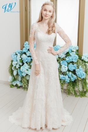Dieses klassische A-Line Brautkleid lässt dich schön und elegant aussehen. Das günstigste Brautkleid mit Ärmeln bester Qualität erhältlich. Das Hochzeitskleid im Bild hat Farbe ivory / nude / coco, dieses Kleid ist auch erhältlich in ganz ivory oder weiss.