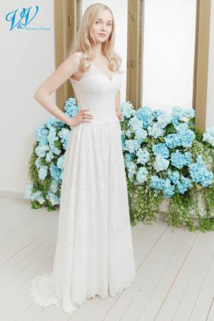 Vintage Brautkleid mit Trägern. Hergestellt aus sehr hochwertigem Chiffon und Spitze. Das Hochzeitskleid im Bild hat Farbe ivory, dieses Kleid ist auch erhältlich in weiss.