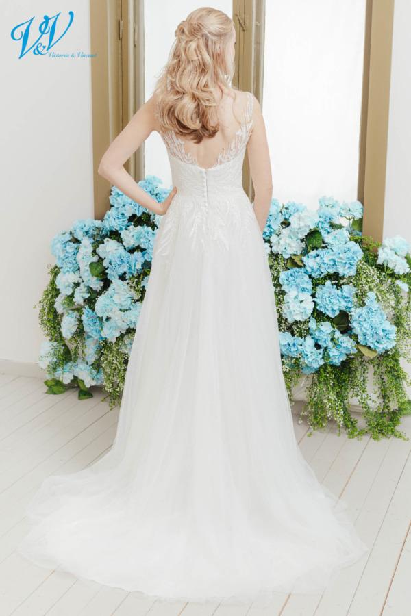 Schönes Prinzessin Brautkleid mit atemberaubenden Spitzenmustern. Hergestellt aus sehr hochwertigem Tüll. Das Hochzeitskleid im Bild hat Farbe ivory / nude / lt grey, dieses Kleid ist auch erhältlich in ganz ivory oder weiss.