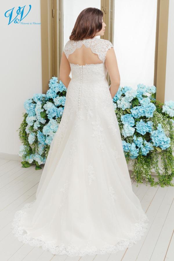 Dieses A-Line Brautkleid hat Flügelärmel und einen Schlüssellochrücken. Das günstigste Große Größen Hochzeitskleid bester Qualität erhältlich. Das Hochzeitskleid im Bild hat Farbe ivory / lt gold, dieses Kleid ist auch erhältlich in ganz ivory oder weiss.